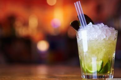 Fresh-Lemonade-With-Lime-Wallpaper