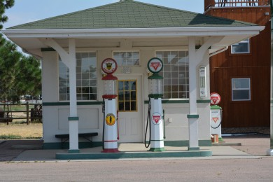 old_gas_station-1529577